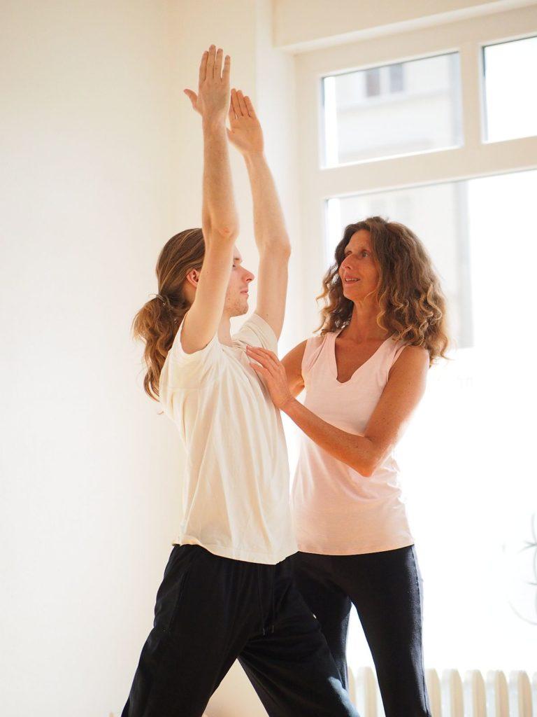 Manuela in ihrem Yogakurs